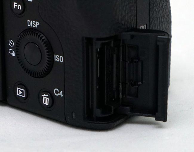 ILCE-7SM2-0016